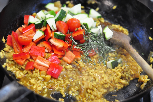 paella-with-added-veg-600px