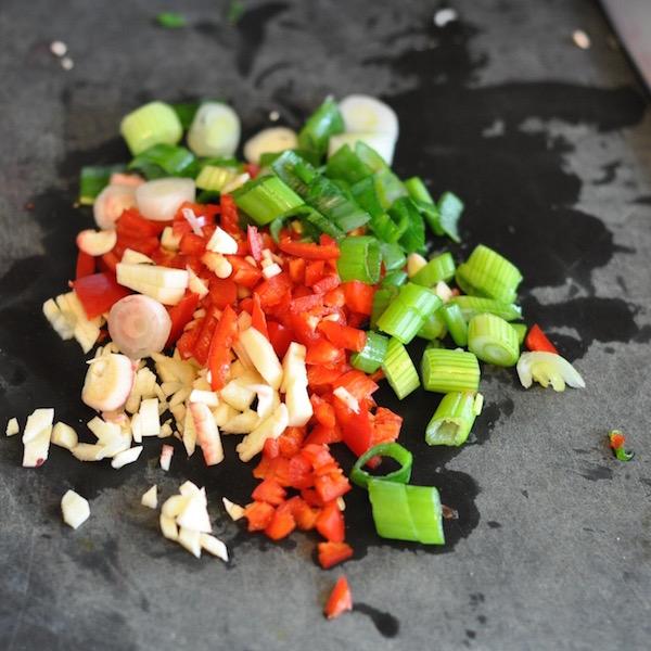 chopped chilli spring onion, garlic and chilli 600px