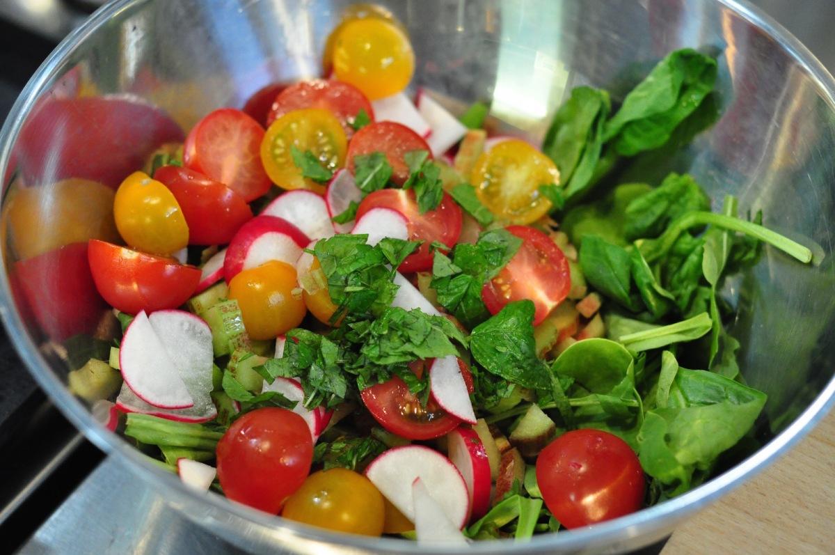 ingredients in salad bowl 1600px