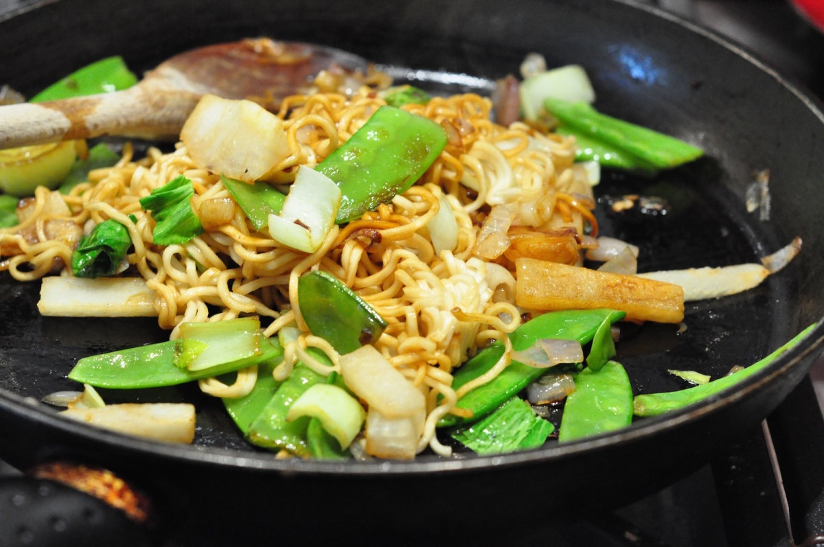 stir fry with noodles 1600px